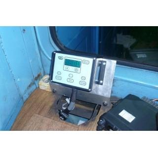 Дисплей скоростемера (блок индикации) локомотива в кабине машиниста